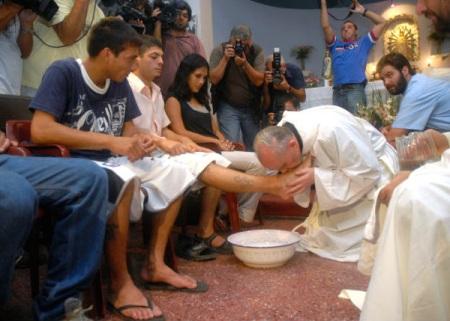 pope-francis-washing-feet