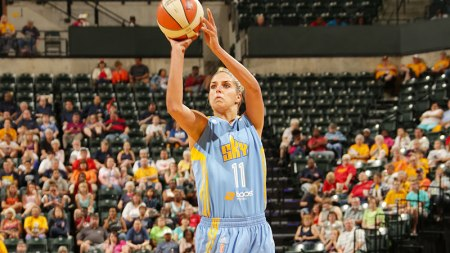 INDIANAPOLIS, IN - JUNE 22: Elena Delle Donne #11 of the Chicago Sky shoots the ball against the Indiana Fever on June 22, 2013 at Bankers Life Fieldhouse in Indianapolis, Indiana. NOTE TO USER: User expressly acknowledges and agrees that, by downloading and/or using this photograph, user is consenting to the terms and conditions of the Getty Images License Agreement. Mandatory Copyright Notice: Copyright 2013 NBAE (Photo by Ron Hoskins/NBAE via Getty Images)